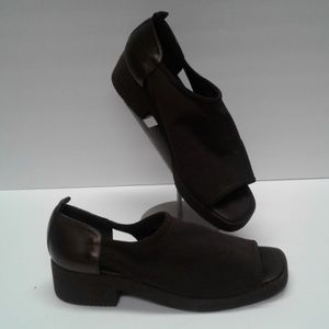 Donald J Pliner 7 M Comfort Stretch shoes